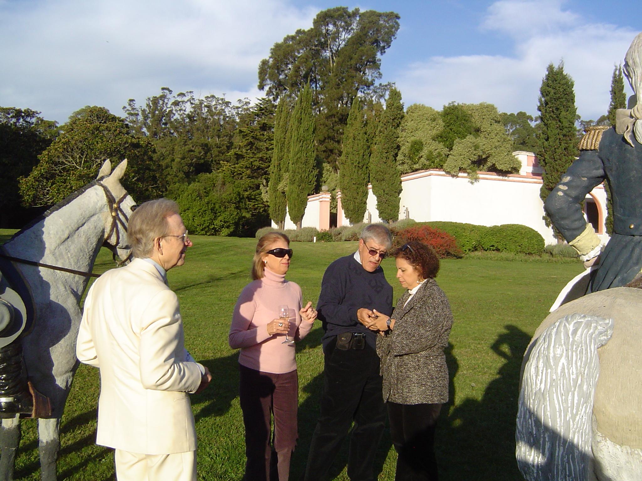 Santa Isabel con Tom Wolfe 5-6May2008015