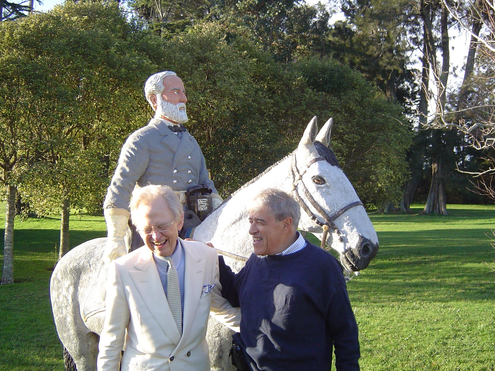Santa Isabel con Tom Wolfe 5-6May2008020