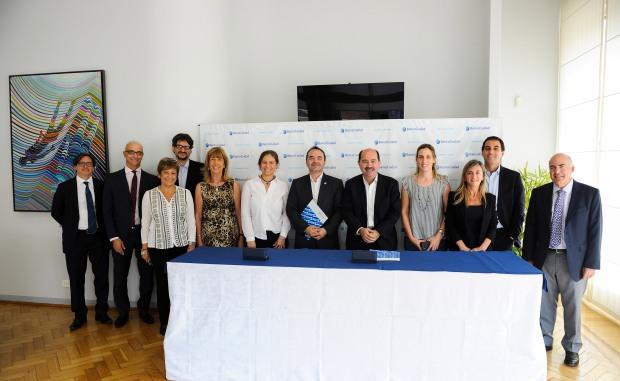 Autoridades del Banco Ciudad y la Camara de la Industria del Juguete
